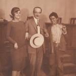 Ο Γρηγόριος Ξενόπουλος ανάμεσα στις Μιράντα και Αλίκη, 1920